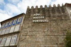 ` Aqui Nasceu葡萄牙` -吉马朗伊什-葡萄牙 库存照片
