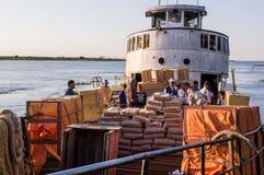 Aquiaban-Frachtschiff auf Rio Paraguay lizenzfreie stockbilder