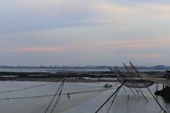 Aquicultuur van de visserij van dorp onder zonsondergang royalty-vrije stock foto's