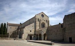 Aquileia - πρόσοψη του καθεδρικού ναού και του μέρους Massenzio Στοκ φωτογραφία με δικαίωμα ελεύθερης χρήσης