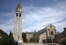 Aquileia, Santa Maria Assunta katedra - i dzwonkowy wierza fotografia stock