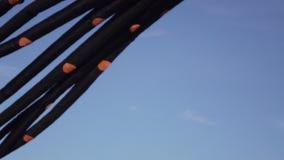 Aquilone di tentacoli del pallone nella forma di polipo stock footage