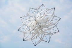 Aquilone e cielo blu bianchi della stella Fotografia Stock