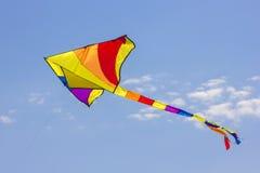 Aquilone volante colorato Fotografie Stock