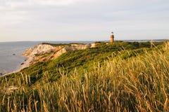 Aquinnah灯塔和峭壁在日落 免版税库存照片