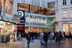 Aquis-Piazzamall in Aachen, Deutschland, an der Dämmerung Lizenzfreies Stockbild