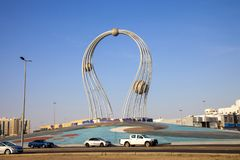 Arábia Saudita Jeddah 16 de dezembro de 2018 Dawara Falak Jeddah Falak Roundabout na opinião da rua de jeddah em Jeddah Al Bawadi foto de stock royalty free