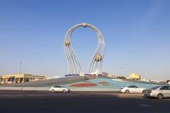 Arábia Saudita Jeddah 16 de dezembro de 2018 Dawara Falak Jeddah Falak Roundabout na opinião da rua de jeddah em Jeddah Al Bawadi imagem de stock