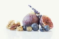 Arándanos e higos frescos Imagen de archivo