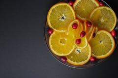 Arándanos plateados y rebanadas anaranjadas jugosas fotografía de archivo libre de regalías
