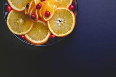 Arándanos plateados y rebanadas anaranjadas jugosas foto de archivo