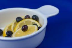 Arándanos y fruta cítrica Foto de archivo
