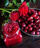 Arándanos y rosas Imagen de archivo