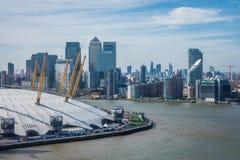 Arène 02 et Canary Wharf à Londres Images libres de droits