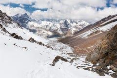 Arête de crêtes de montagne, lac, Cordillère vraie, Bolivie photographie stock libre de droits