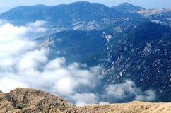 Arêtes vertes de montagne Photo stock