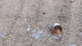 Żarówka rozbija przeciw betonowi zdjęcie wideo