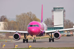Ar Airbus A320 de Wizz Imagens de Stock Royalty Free