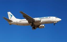 Ar azul Boeing 737 Fotografia de Stock Royalty Free