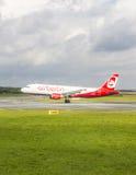 Ar Berlin Boeing 737 terras Foto de Stock Royalty Free