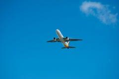 Ar Boeing pacífico 767 no vôo Imagens de Stock