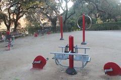 Ar livre livre do equipamento do exercício no parque fotografia de stock royalty free