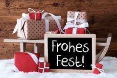 Ar met Giften op Sneeuw, de Middelen Vrolijke Kerstmis van Frohes Fest Royalty-vrije Stock Afbeeldingen