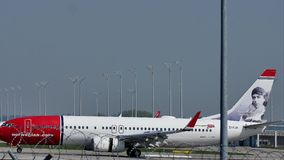 Ar norueguês Boeing internacional 737-800, EI-FJA filme
