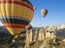 Ar quente que ballooning Cappadocia, Turquia fotos de stock