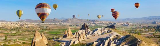Ar quente que ballooning em Cappadocia, Turquia fotos de stock