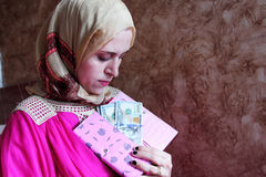 Arab muslim woman with money Royalty Free Stock Photos