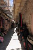 Arab Souk med det skyddande gallret i Hebron Royaltyfri Bild