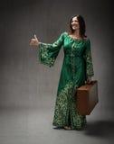 Arab suknia dla dziewczyny zrobił autostop Obraz Royalty Free