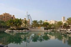 Arabe d'Al de Burj visualisé du Madinat Jumeirah. image stock