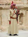 Arabe jordanien jouant la musique traditionnelle Images stock