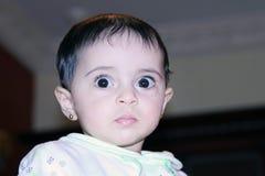 Araben behandla som ett barn flickan Arkivbilder