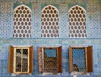 Arabesque Windows du palais de Topkapi image stock