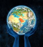 Arabia Saudyjska na planety ziemi w rękach Obrazy Royalty Free