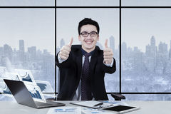 Arabian businessman giving two thumbs up Royalty Free Stock Photos