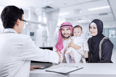 Arabian family smiling with pediatrician Stock Photography