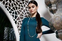 Arabic Марокко стиля красивых сексуальных волос брюнет женщины восточный Стоковые Изображения