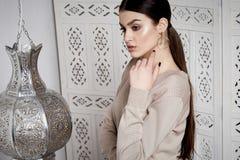 Arabic Марокко стиля красивых сексуальных волос брюнет женщины восточный Стоковая Фотография