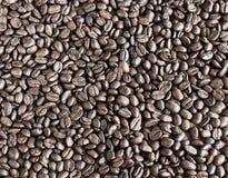 arabica τα φασόλια ανασκόπησης κλείνουν roast σωρών καφέ τη σκοτεινή σύσταση επάνω Στοκ φωτογραφία με δικαίωμα ελεύθερης χρήσης