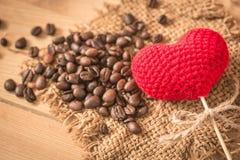 Arabica φασόλι καφέ με την καρδιά αγάπης Στοκ Εικόνες