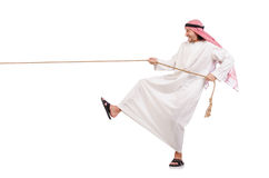 Arabier in touwtrekwedstrijdconcept Stock Afbeeldingen
