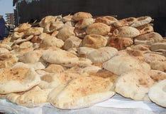 Arabisch brood die op de lijst liggen Royalty-vrije Stock Foto's