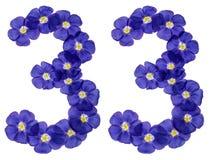 Arabisch cijfer 33, drieëndertig, van blauwe bloemen van vlas, isol Stock Fotografie