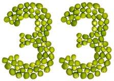 Arabisch cijfer 33, drieëndertig, van groene die erwten, op wh worden geïsoleerd Stock Afbeeldingen