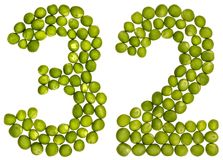 Arabisch cijfer 32, tweeëndertig, van groene die erwten, op whit worden geïsoleerd Stock Afbeelding