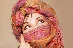 Arabisch meisje met expressieve ogen stock afbeelding